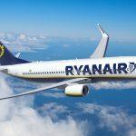 Avião da Ryanair no céu
