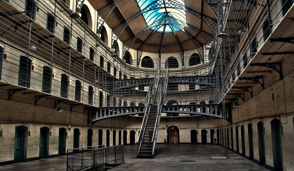 Interior da Kilmainham Gaol, uma das dicas do que fazer em Dublin em 1 dia