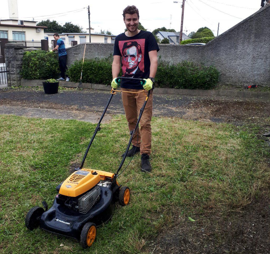Robson Azevedo fazendo trabalho voluntário em Dublin